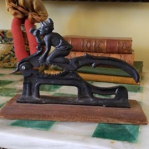 Charming True Vintage Cast Iron Working Nutcracker
